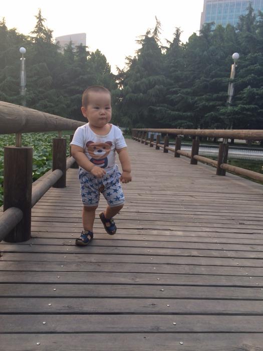 一岁半宝宝外八字脚,已经走路两个多月了,有有