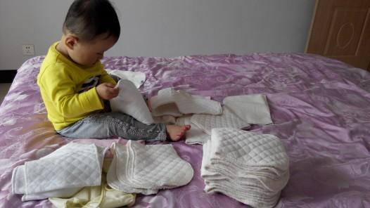 一岁以内的宝宝衣服尿布换一岁以外的旧衣服_