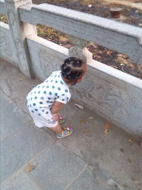 【发型烫发】一岁半宝宝发型也美美哒_巧小孩子宝贝编发图片