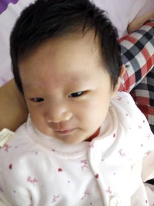 宝宝40头发了,多天太长了给她剪了个新发型_婴花朵玫瑰花编发图片