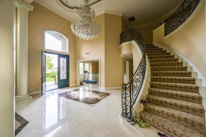 大家在大别墅里住着、就像一家人一样_怀孕妈装修公司别墅上海欧式图片
