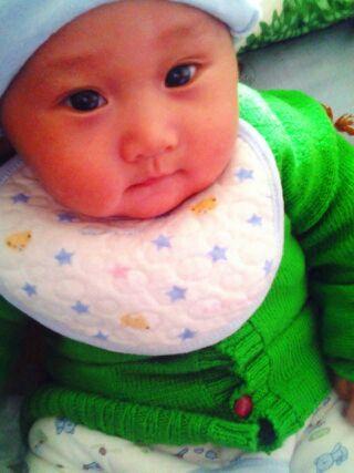宝宝喝惠氏2段奶粉,小便有点发黄,早上睡醒有
