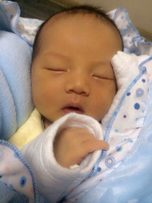 美女头型整_0-1岁长调圈短发眼镜生活照带宝宝图片