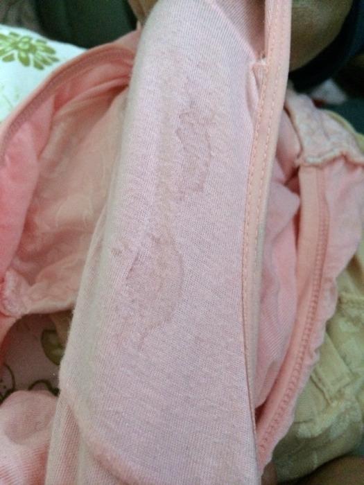 内裤干了之后这是背面有水印,视频女生分泌物尿蹲褐色白带拉的着图片