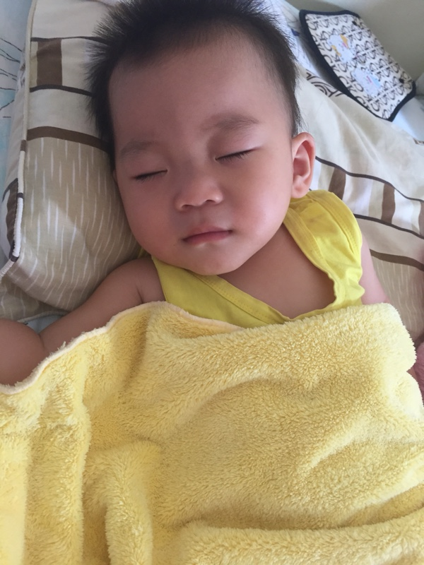 1岁三个月孩子晚上睡觉不踏实?半夜醒来哭_1