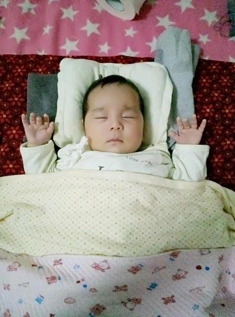 头型宝宝_0-1岁问题圈长卷发齐刘海图片发型图片