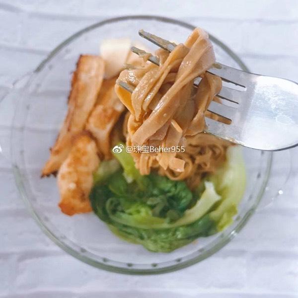 用清教我的豆瓣酱和咸蛋拌面真的好吃噢!新加坡网红蚝油黄图片
