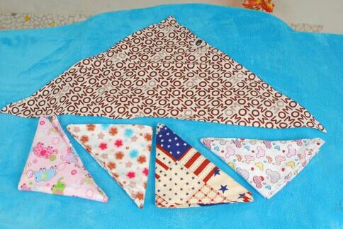 三角口水巾