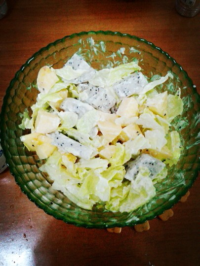 在家也可以做的简单美食~孜然鸡翅+黑椒鸡扒+沙拉