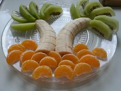 猕猴桃橘子香蕉拼成的