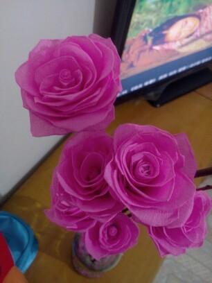 皱纹纸做的玫瑰花_巧手diy圈