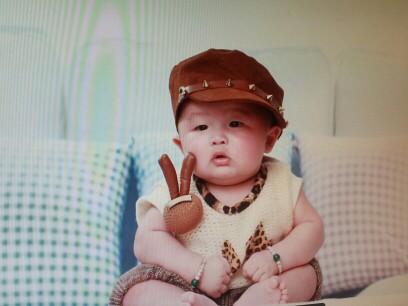 可爱男宝宝电脑桌面壁纸