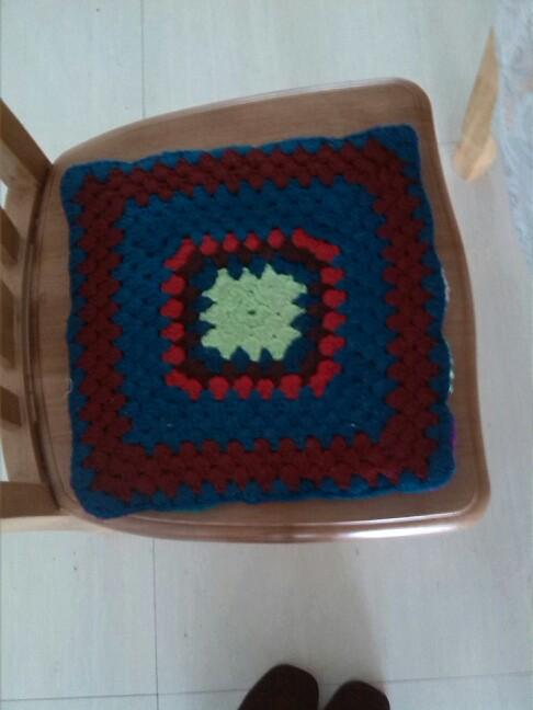 旧毛线编织太阳花坐垫