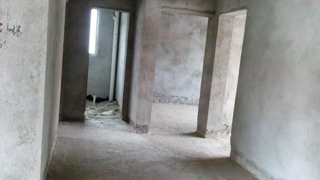 房子是七楼的楼梯房顶层