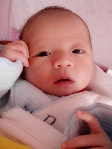 可爱大眼男宝宝图片