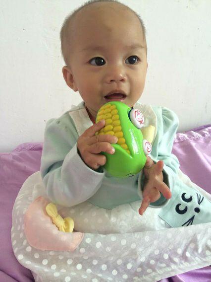 宝宝营养全攻略 我家宝贝女儿终于可以吃米饭啦!太棒了.