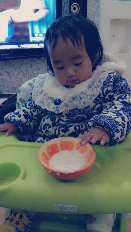 小白兔真可爱,爱吃萝卜和青菜