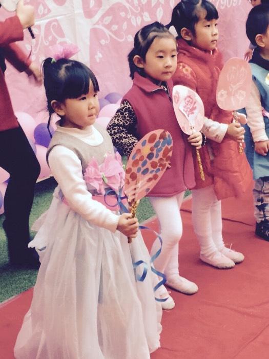 看我的公主裙 垃圾袋制作而成 幼儿园的活动