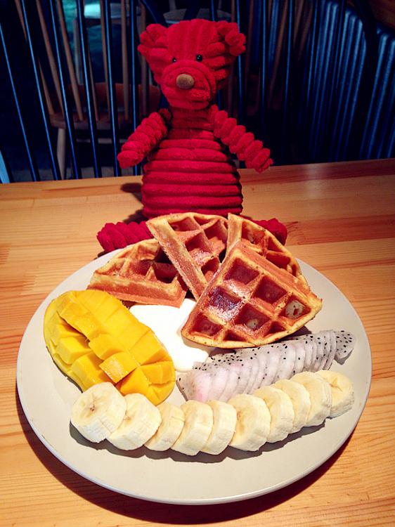 和闺蜜一起吃甜品享下午茶