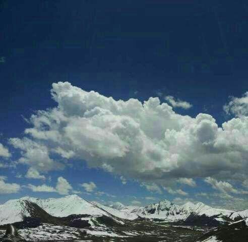 隔成了两个截然不同的世界,看到的云好近