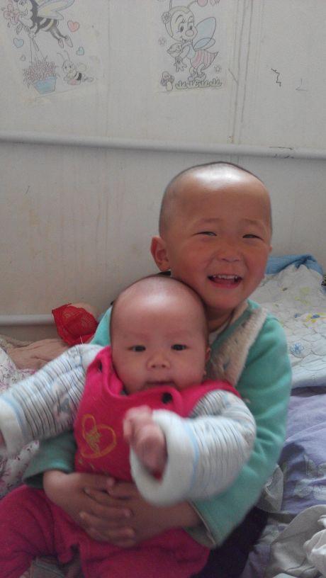 可爱的两个宝宝
