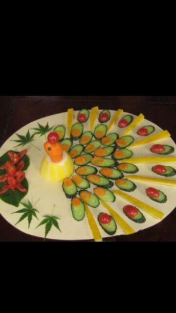 这是他在他姐姐孩子的幼儿园做的水果拼盘,都是孔雀开屏,老师说他做的