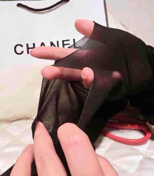 任意剪袜子是最近流行 丝袜 的新概念新学名