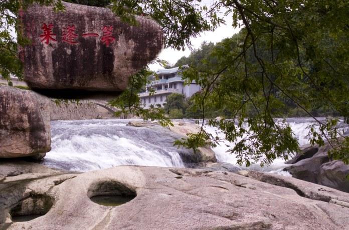 九鲤湖风景区是国家aaaa级风景区,中国祈梦文化发源地,位于福建省莆田