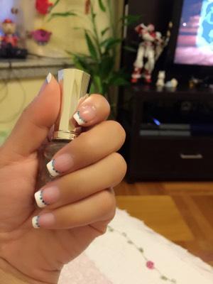 今天给自己画了简单清爽的指甲
