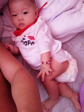 0-1岁宝宝圈 宝宝喜欢趴着睡