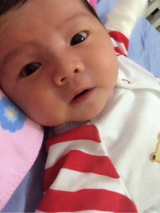 宝宝身上长了一圈红点图片