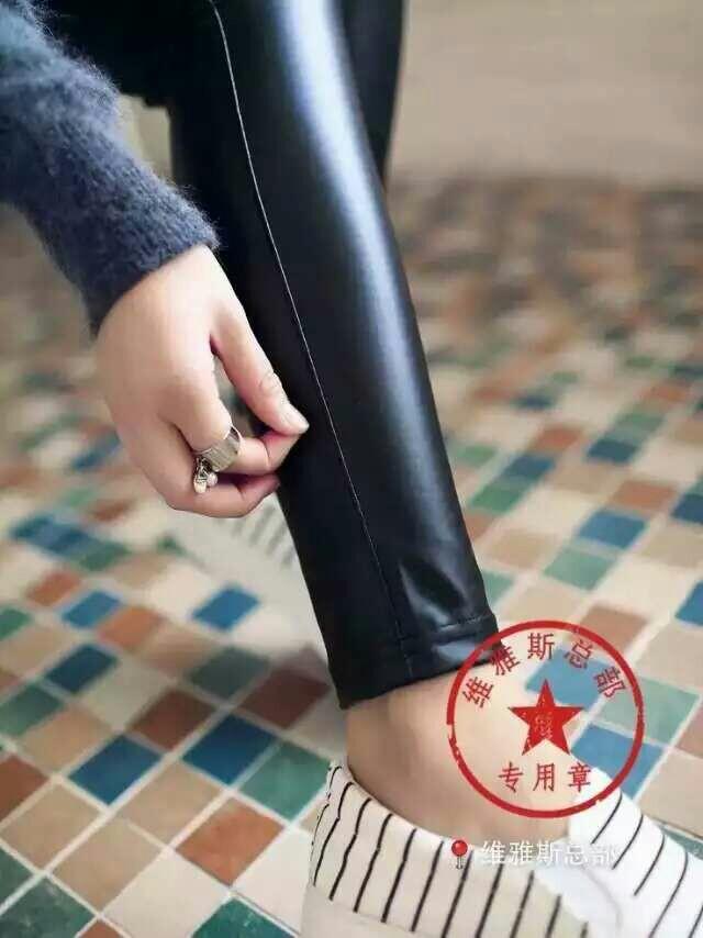 美腿皮裤,女生的最爱