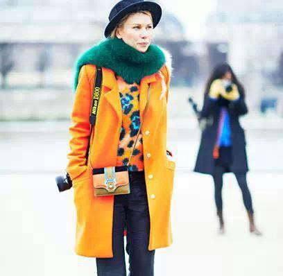 五:橙色大衣搭配什么颜色的围巾好看?