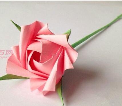 今天好无聊,用折纸学折了朵玫瑰花,漂亮吗