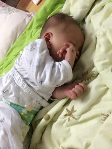 侧面睡觉小孩头像素描