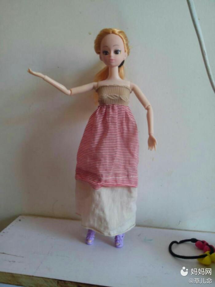 自己给芭比娃娃做衣服