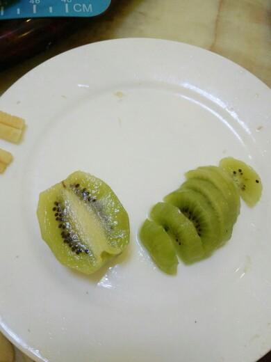水果拼盘――香蕉小雪人提前和宝宝约个会吧