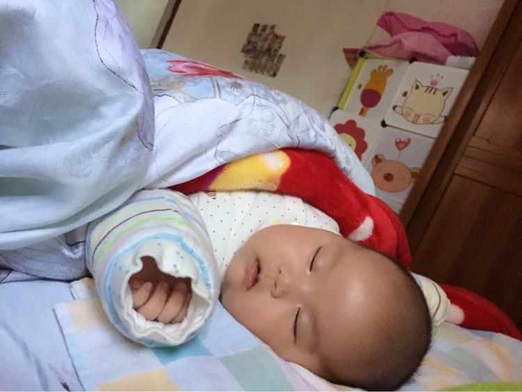 你们的宝宝睡觉会这姿势嘛?
