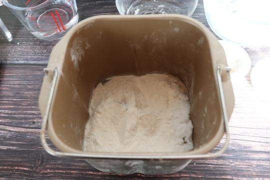 工具:面包机,华夫饼机   步骤:   1.