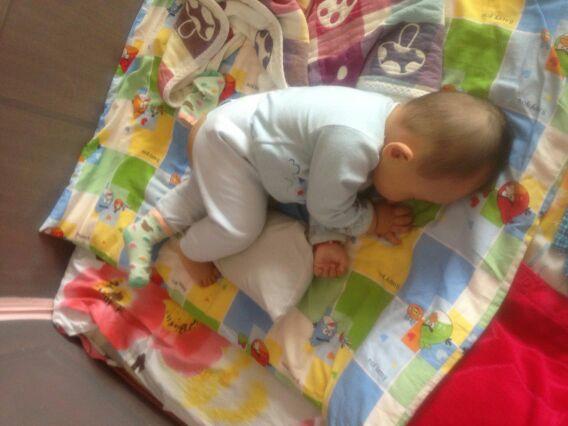 姑姐家的宝宝,睡觉的姿势太搞笑了,