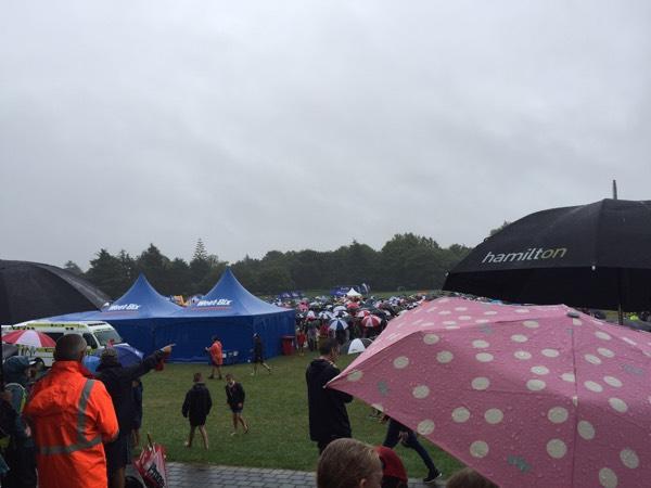 冒着大雨参加新西兰儿童铁人三项比赛,厉害了