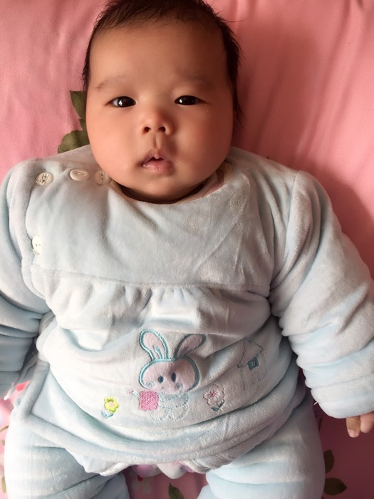 为什么我家闺女总是喜欢伸舌头_0-1岁宝宝圈