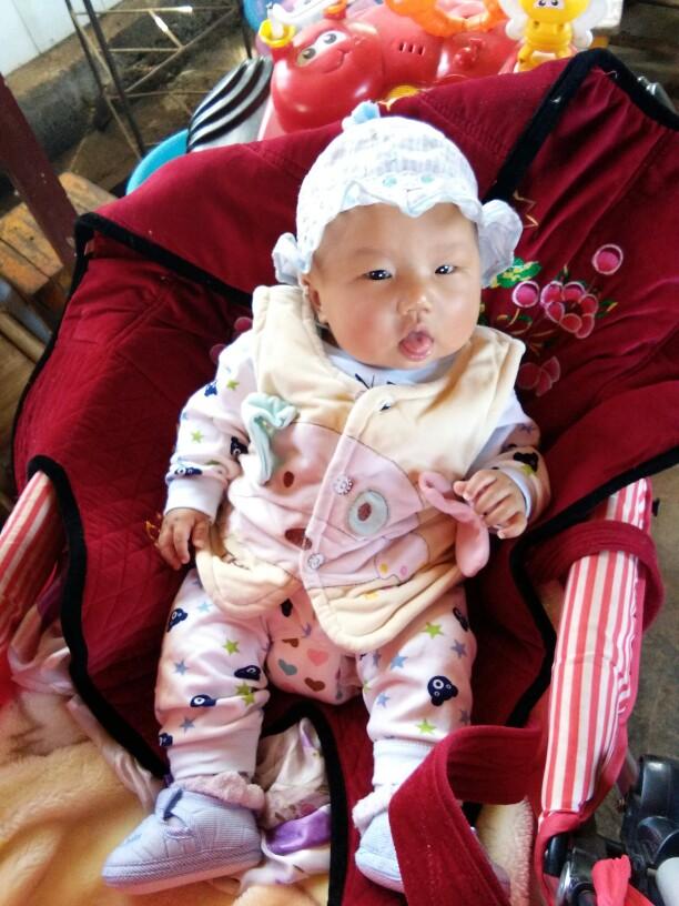 小宝老是伸舌头出来_0-1岁宝宝圈