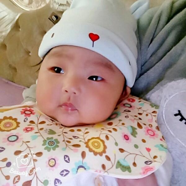 宝宝舌苔白。_0-1岁宝宝