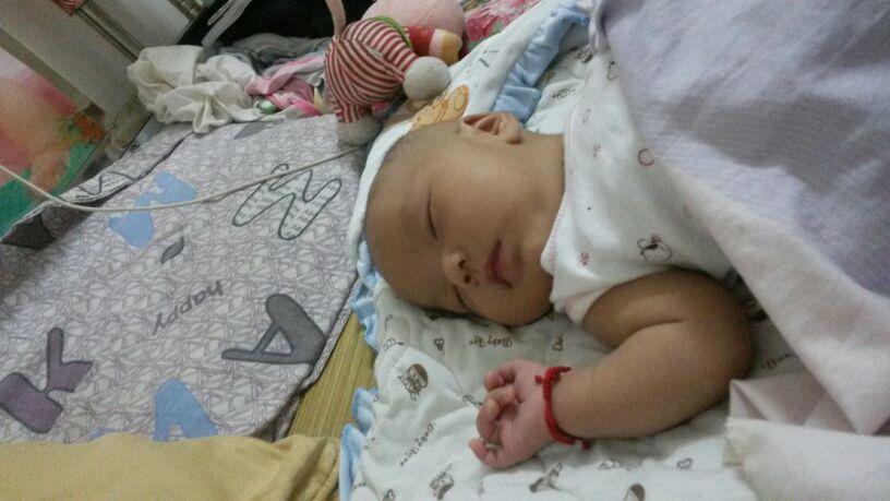 时候几斤 现在宝宝小湿疹吗 宝宝睡眠怎么样 2015宝宝圈 妈妈网同龄
